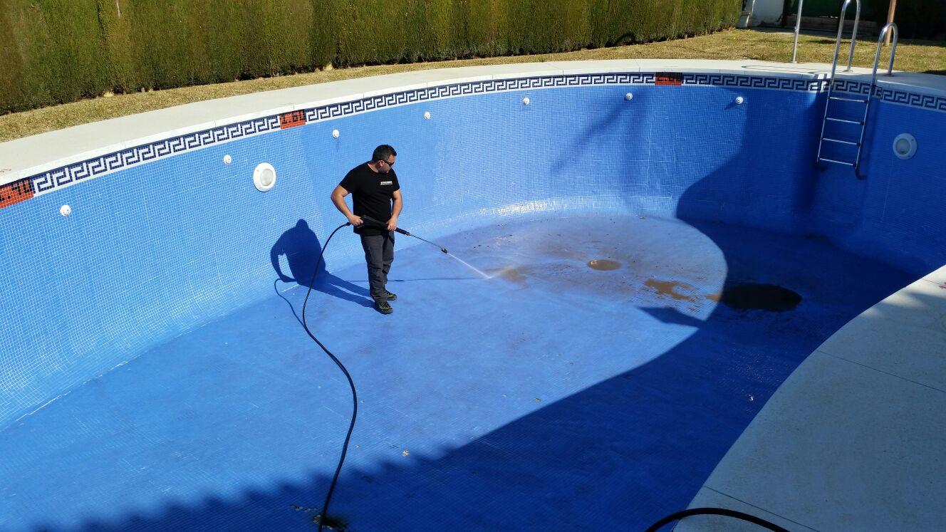 limpieza de piscinas en m laga y eliminaci n de algas