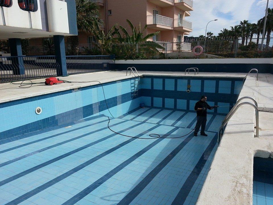 Limpieza de piscinas en m laga y eliminaci n de algas for Piscinas malaga construccion