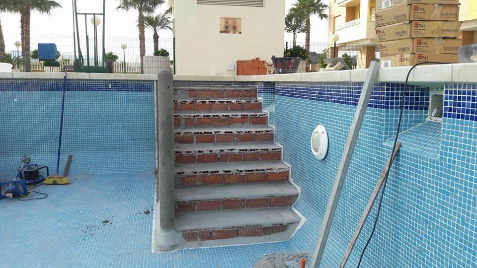 Reparaci n de piscinas en m laga piscinas m laga for Rehabilitacion en piscina