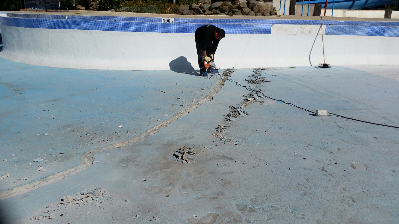 reparacion grietas piscinas hormigón malaga